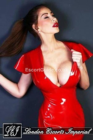 Elle Escort in London