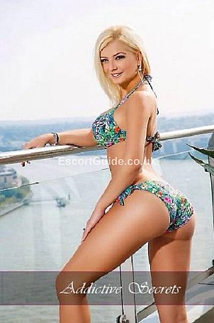 Mia Escort in London