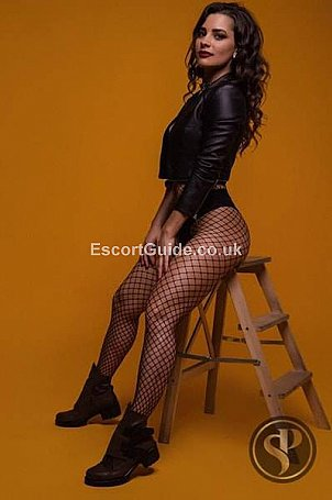 Kylie Escort in Dunstable