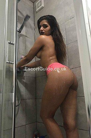 yasmina Escort in Luton