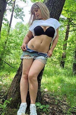 Sexy blonde Escort in Warrington
